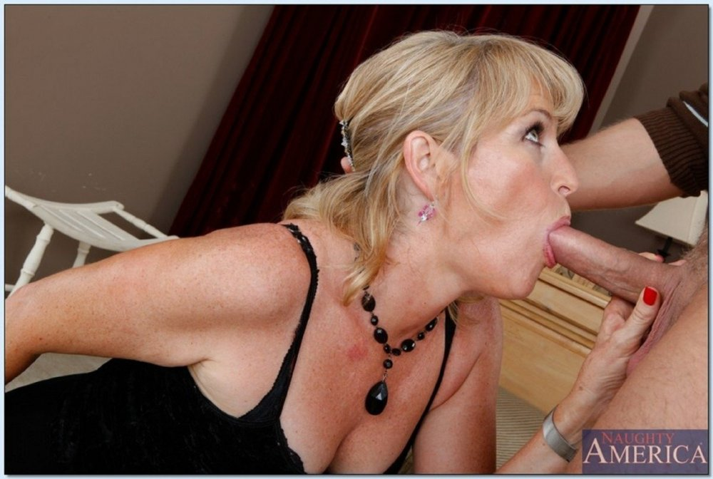 Sexy older milf gets fucked and suck cock